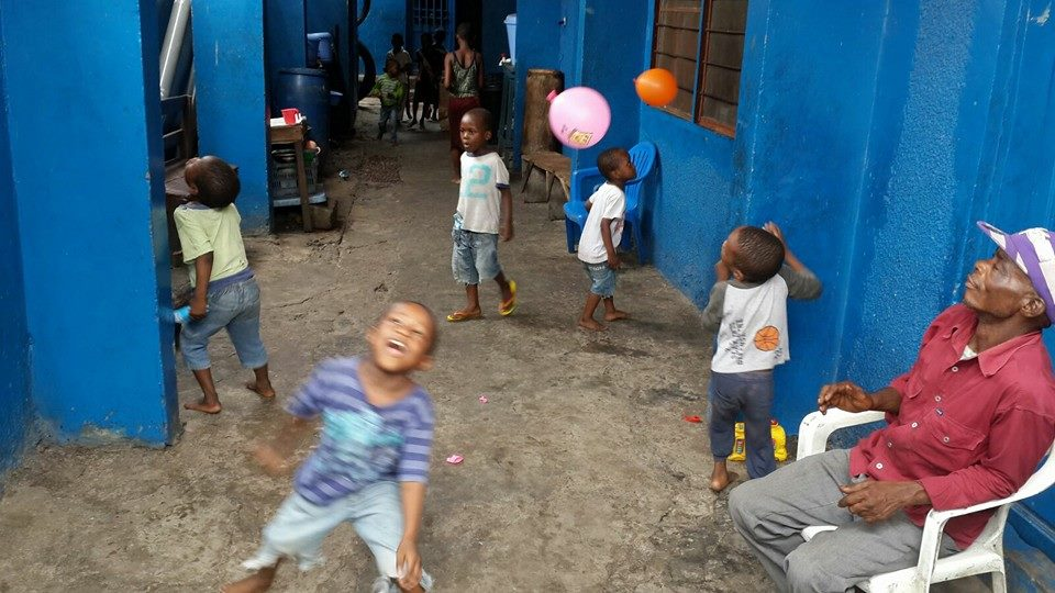 Centre Lisanga Ya klisto est une organisme humanitaire qui oeuvre pour le bien-être de l'enfant à Kinshasa. +(243)-822-196-259; colkasbl@yahoo.com