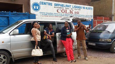 Team famille du coeur en visite de solidarité chez l'orphelinat crée et géré par Maman Monique.
